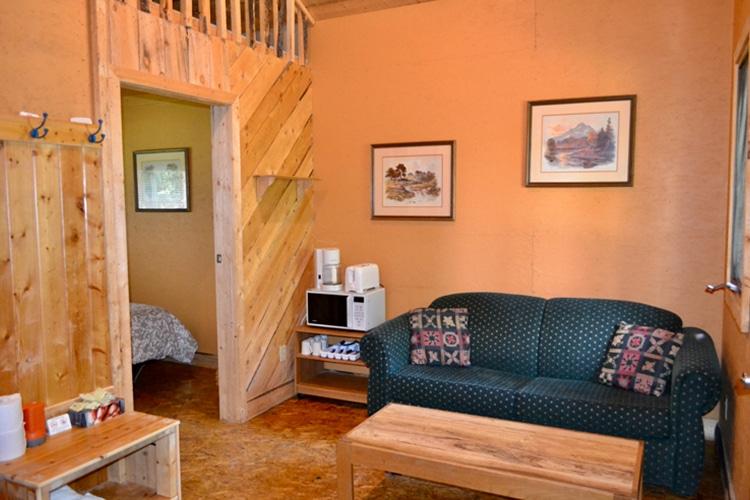 WRP-Cabin-Gardenview-LivingRoom